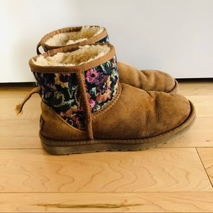 UGG Classic Mini Floral Size 6